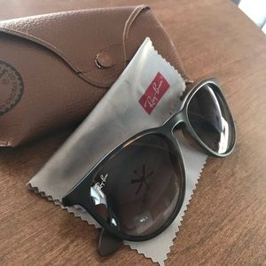 Ray-Ban Erika Sunglasses in Tortoise
